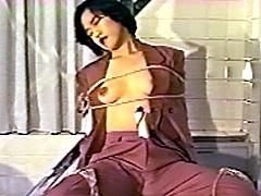 美女が手足の自由を拘束されて電気マッサージと電マで失神攻め